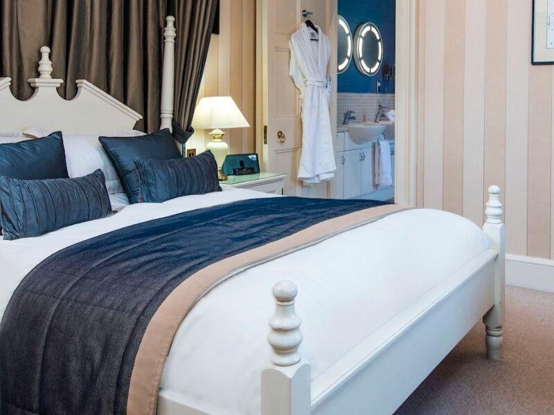 Selkirk_Luxury_Suite_Cringletie_Hotel.jpg