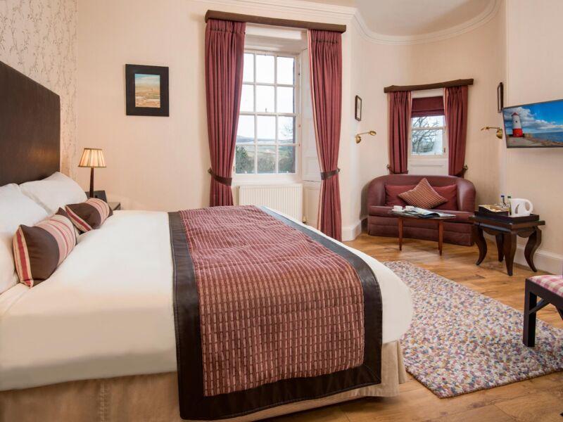 Luxury_Guest_Room_Cringletie_Hotel.jpg